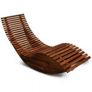 Der fünfte Platz geht an die elegante Schwungliege von Deuba aus Akazienholz.